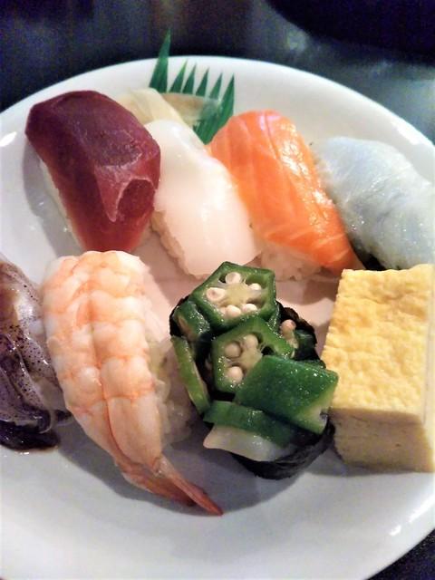 カラオケでお寿司.jpg
